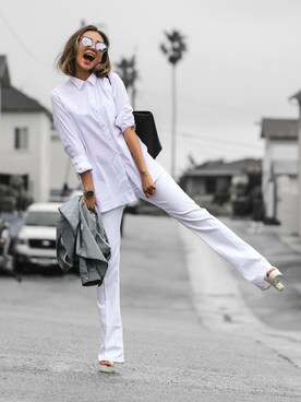 "queenhorsfall is wearing Topshop ""Topshop Moto 'Tally' Flare Jeans (White)"""