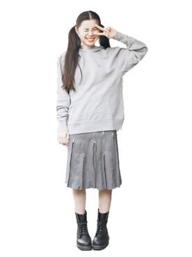 るうこさんの「ラブ&ピースプロジェクト 高橋愛さんデザイン ピース刺しゅうスウェット<メンズ>(haco.)」を使ったコーディネート