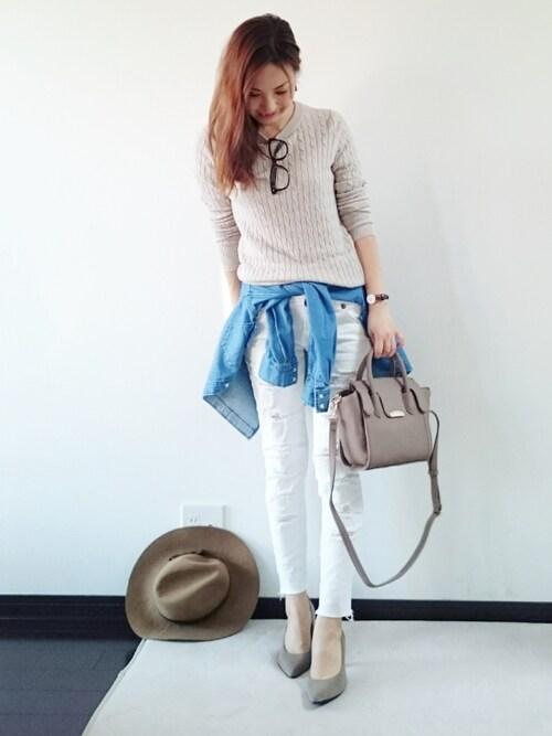 ベージュのケーブル編みニットとスリムパンツのファッション 2016年春レディース