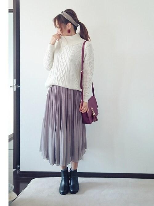 白のケーブル編みニットとシフォンスカートのコーディネイト 2016年春