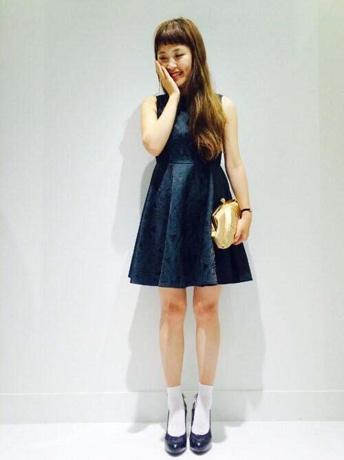 フレアシルエットのノースリーブドレス参考コーディネート画像