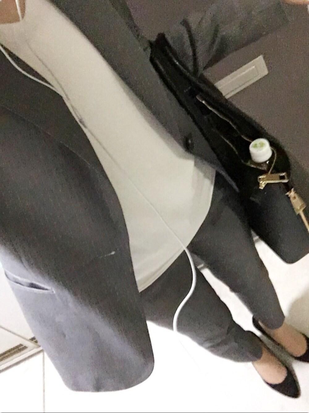 白インナー×グレースーツ