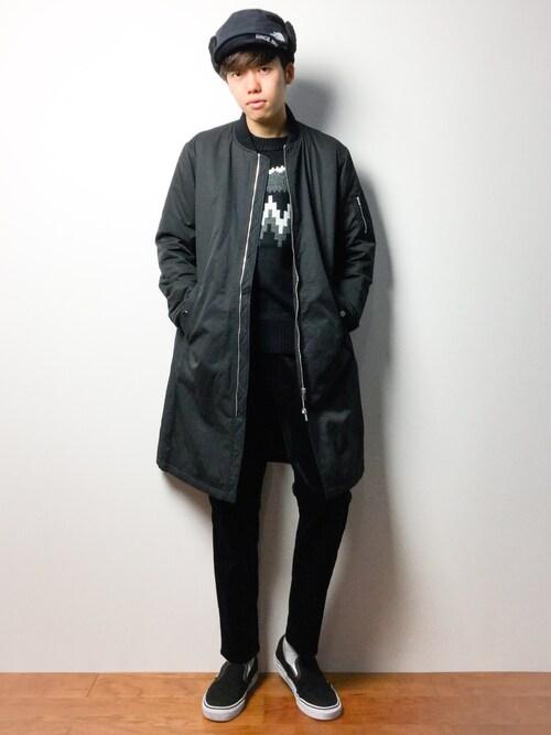 黒のロングMA-1を着ている男性
