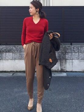 tomoさんの「WOMEN エクストラファインメリノVネックセーター(長袖)(ユニクロ)」を使ったコーディネート