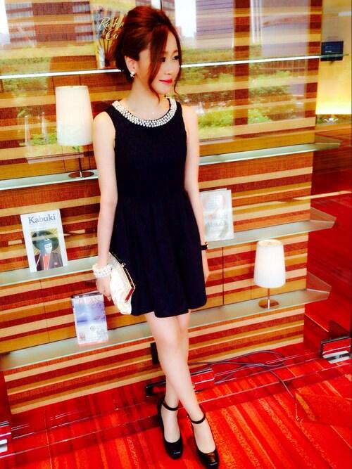 襟ぐりパールビジューAラインドレスのコーディネート画像
