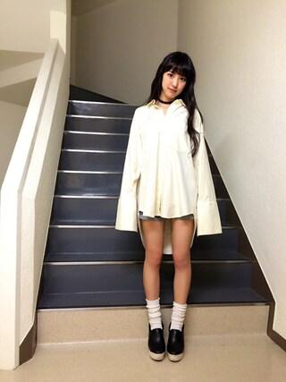 飯窪春菜さんの「ストライプMIXワイドカフスシャツ(STYLENANDA|スタイルナンダ)」を使ったコーディネート