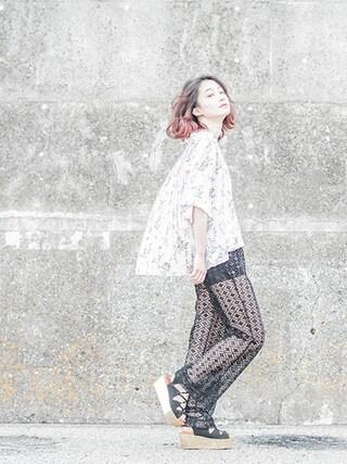 梅村奈央さんの「BACK PLEATS ROOM FLOWER SHIRT(CLANE クラネ)」を使ったコーディネート