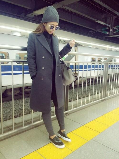 電車を待っている今井華