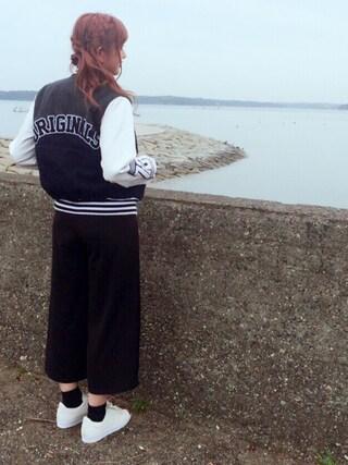 菊地亜美さんの「オリジナルス バーシティジャケット[OVERSIZED VARSITY JACKET](adidas|アディダス)」を使ったコーディネート