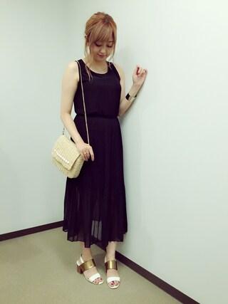 菊地亜美さんの「SHIRRING CHIFFON DRESS(Ameri|アメリヴィンテージ)」を使ったコーディネート