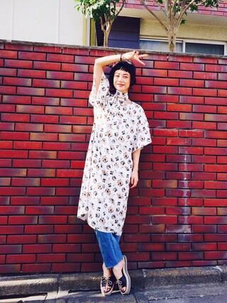 IZUMIさんの「<スザンヌさんコラボ>ラブ&ピースプロジェクト フレアースリーブ花柄ワンピース(haco!|ハコ)」を使ったコーディネート