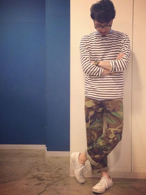 オーシバルバスクシャツ×カモ柄パンツ×白スニーカー 画像1