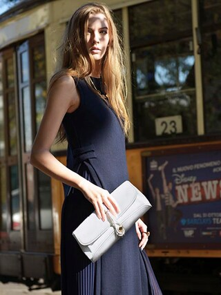 CHARLES & KEITH|CHARLES & KEITHさんの「BUCKLE FRONT CLUTCH(CHARLES & KEITH|チャールズ & キース)」を使ったコーディネート