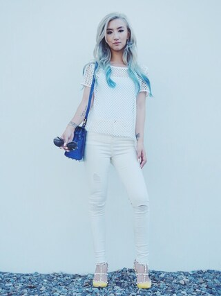 「Valentino 'Rockstud' T-Strap Pump (Women)(Valentino)」 using this Gigi Lam looks