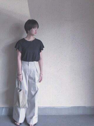 西本早希さんの「ツイルストレッチワイドパンツ(The Dayz tokyo|ザ デイズ トーキョー)」を使ったコーディネート