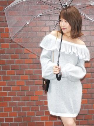 舟山久美子♡くみっきーさんの「フリルオフショルニットワンピ(MICOAMERI|ミコアメリ)」を使ったコーディネート