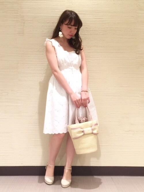 IZUMIさんの「フラワーエンブロイダリーワンピ(Honey Salon by foppish)」を使ったコーディネート