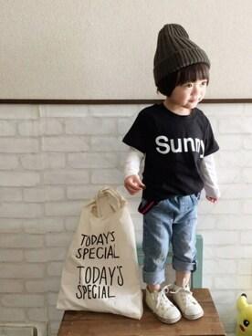 いづ&すぅさんの「SUNNYロゴTシャツ(THE SHOP TK)」を使ったコーディネート