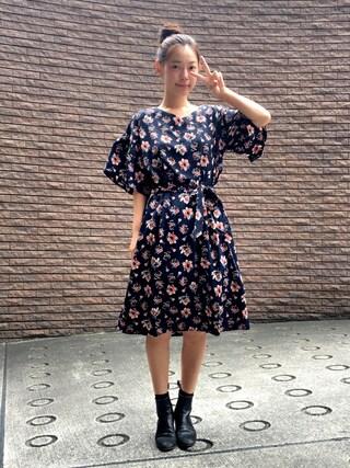 阿久津ゆりえさんの「<スザンヌさんコラボ>ラブ&ピースプロジェクト フレアースリーブ花柄ワンピース(haco! ハコ)」を使ったコーディネート