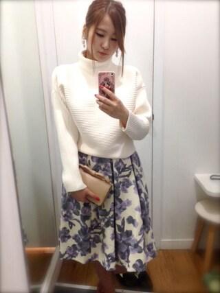 Pink'eeeさんの「フラワーボリュームフレアスカート*PPL(Lily Brown|リリー ブラウン)」を使ったコーディネート