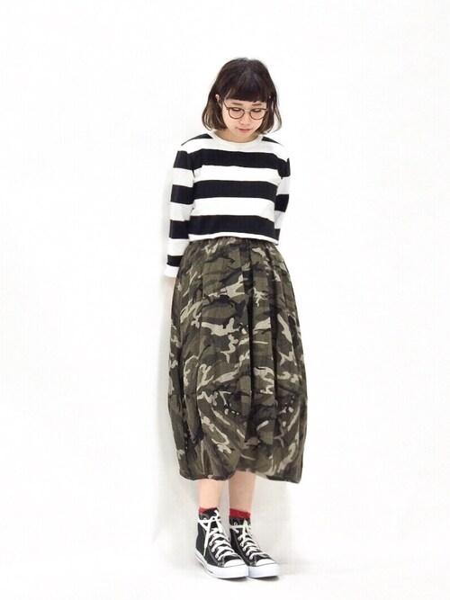 ZOZOTOWNあこさんのスカート「コットン混ボリュームバルーンシルエット迷彩柄ロングスカート(and it_|アンドイット)」を使ったコーディネート