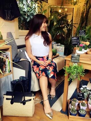 伊波芳杏 よっぴーさんの「リネン混4TYPEフローラルミディ丈フレアスカート(DHOLIC|ディーホリック)」を使ったコーディネート