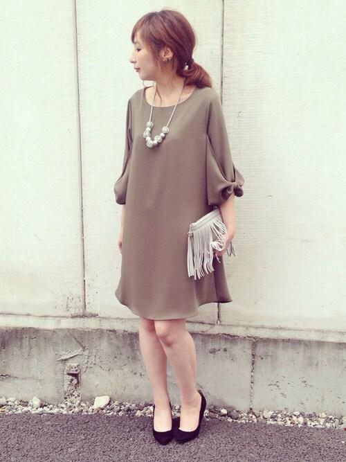 Aラインの七分袖ドレスの参考コーディネート画像
