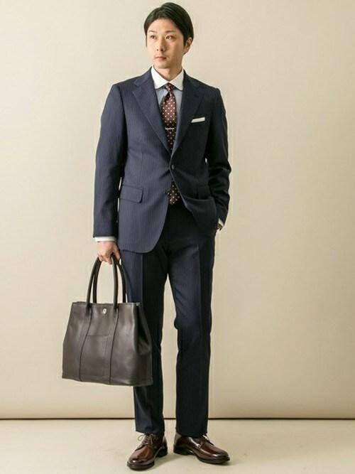 スーツの靴下の色・おすすめのスーツの靴下とブランド|女性