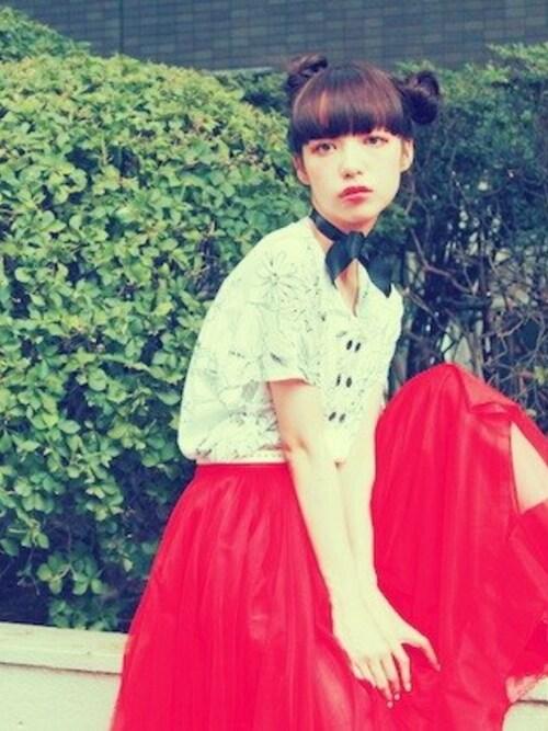 まだお持ちでなくて?赤色ひざ丈スカートは街中の視線を独り占め出来るのよ♡