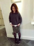 スウェットだけどシャツにローファーできちっと。  カモフラ柄のタイトスカートはとても優秀☺︎