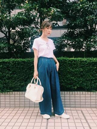 田中里奈さんの「シンプルVネックTシャツ(Mila Owen|ミラ オーウェン)」を使ったコーディネート