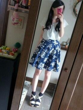 Ayanoさんの「大花柄膝丈スカート(MAJESTIC LEGON)」を使ったコーディネート