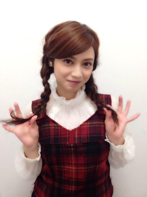 三つ編み姿の平愛梨さん