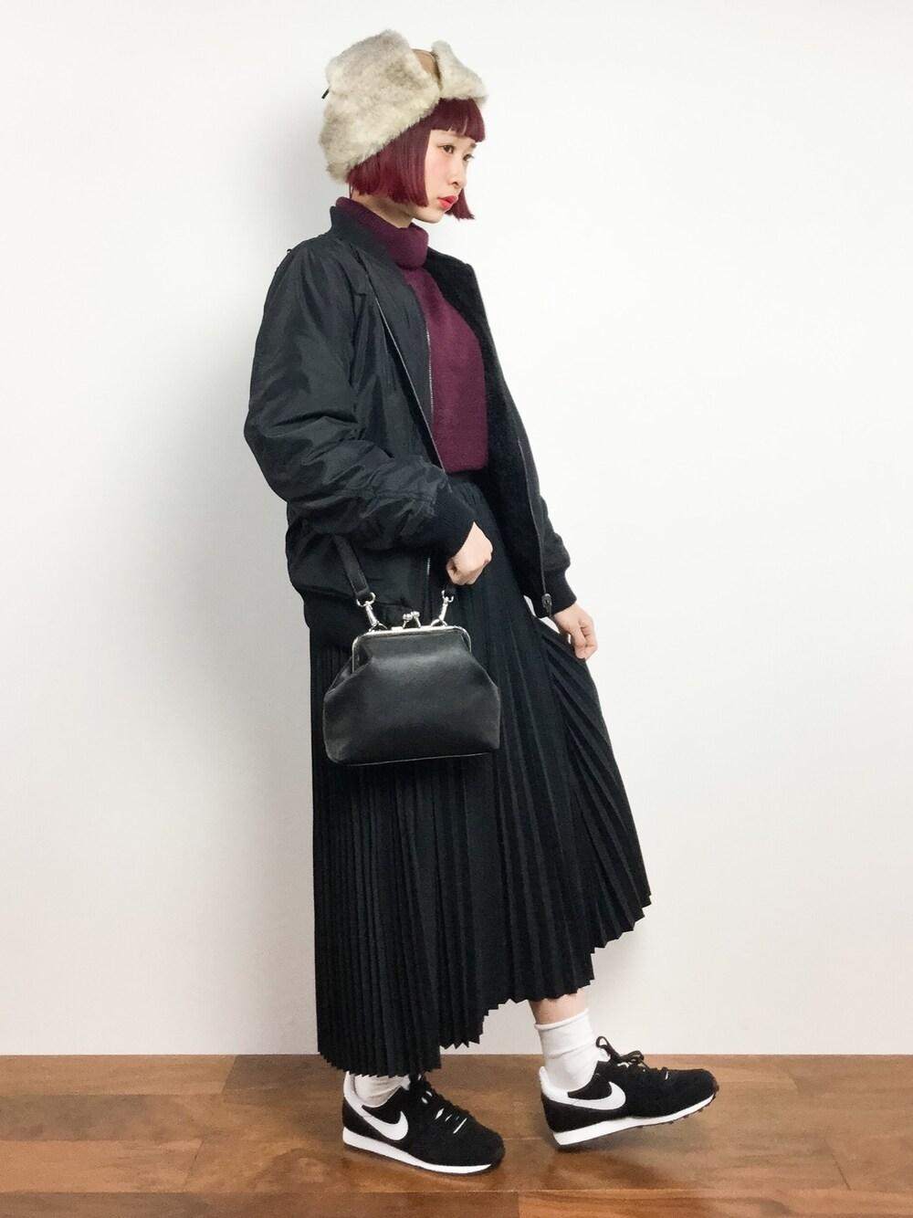 ナイキシューズ×プリーツスカート