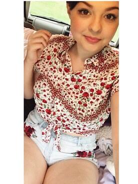 (H&M) using this Elizabeth Bledsoe looks