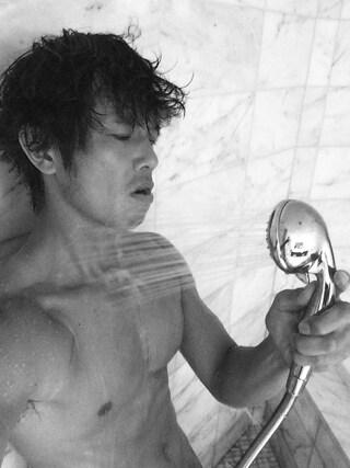 庄司智春さんの「TRUMP HOTEL シャワー」を使ったコーディネート