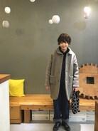 古着屋さんで購入したhomspunのコートあったかくて寒い日には助かります。 パーマを強めにかけてからオーバーオールが合わせやすくなり嬉しいです��