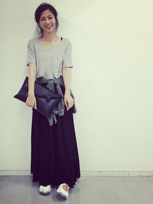 安田美沙子さんの「レザープリーツロングスカート(SEA)」を使ったコーディネート