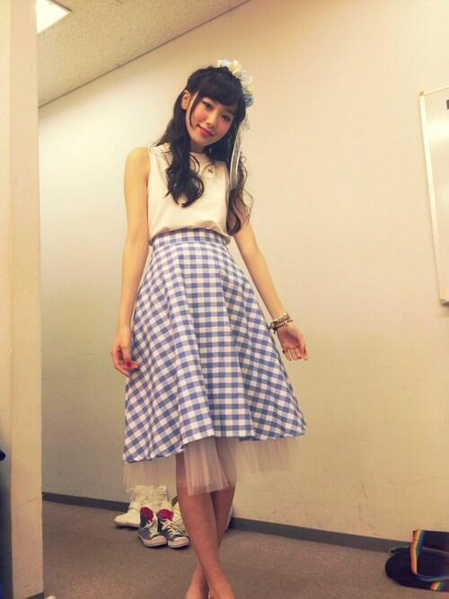 飯豊まりえのスカート「タイプライターストライプスカート」を使ったコーディネート