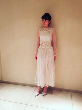 真っ白なドレスの飯豊まりえ