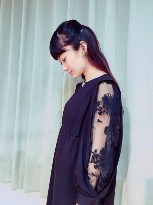 結婚式 服装 黒ドレス 20代
