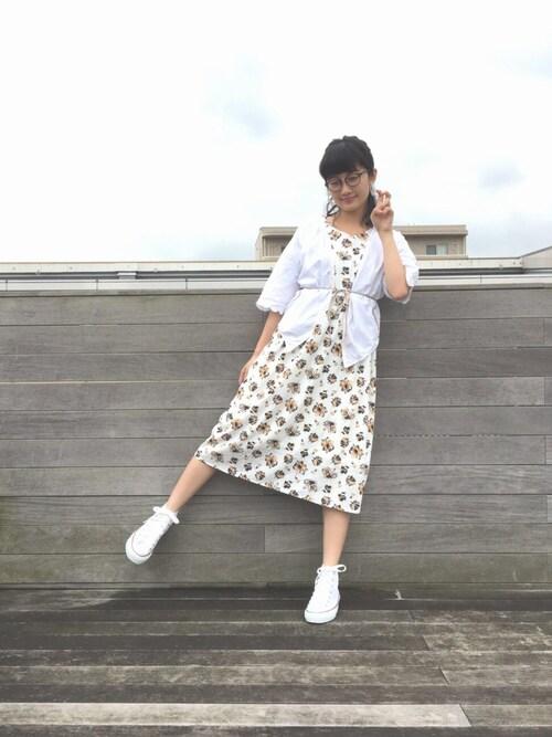 酒井 景都さんの「<スザンヌさんコラボ>ラブ&ピースプロジェクト フレアースリーブ花柄ワンピース(haco!)」を使ったコーディネート