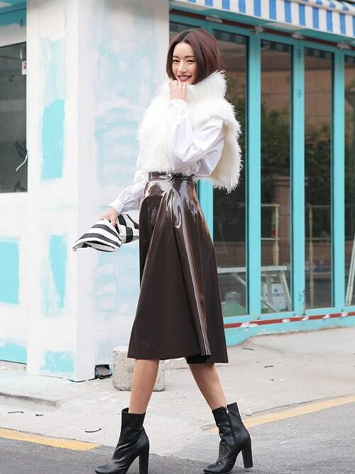 nana7さんの「光沢素材レザーフレアスカート」を使ったコーディネート
