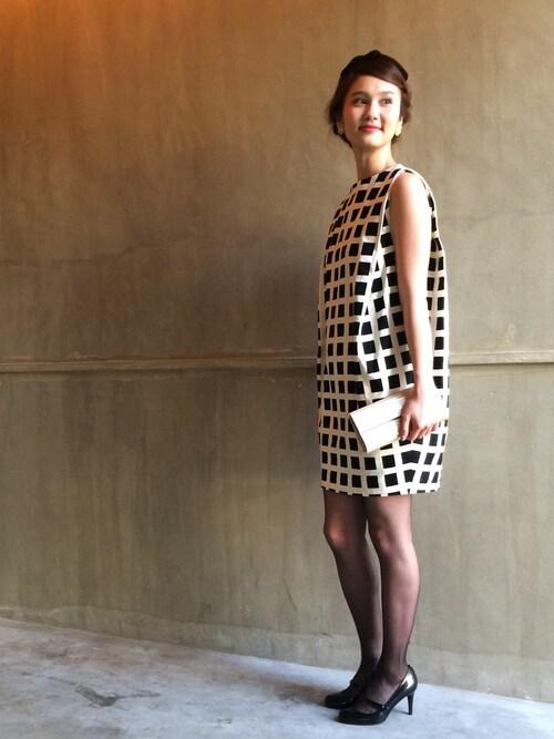 柄のノースリーブドレス参考コーディネート画像