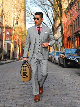Levitate Style is wearing Allen Edmonds
