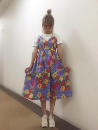 岡田ロビン翔子さんの「大花ラップ風キャミワンピース(Lily Brown|リリー ブラウン)」を使ったコーディネート