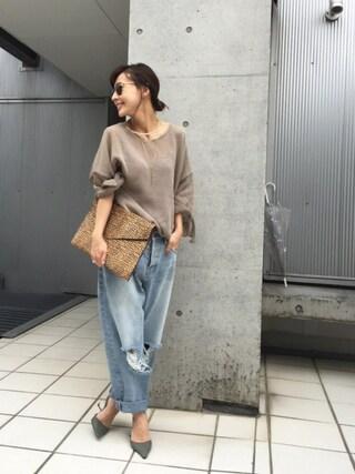 黒石奈央子さんの「ENVELOP CLUTCH BAG(Ameri|アメリヴィンテージ)」を使ったコーディネート