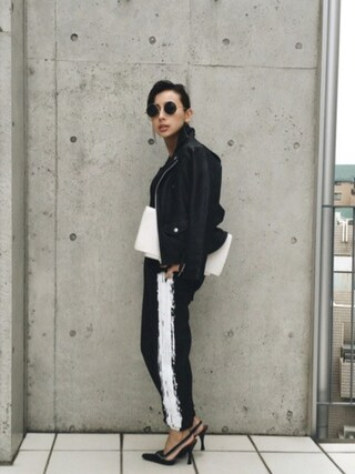 黒石奈央子さんの「GRAFFITI SWEAT PANTS(AMERI|アメリヴィンテージ)」を使ったコーディネート