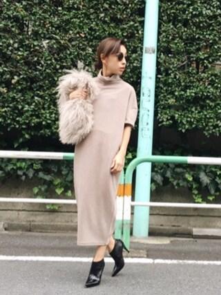 黒石奈央子さんの「COCOON KNIT DRESS(AMERI|アメリヴィンテージ)」を使ったコーディネート
