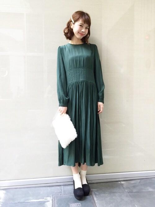 ミモレ丈の長袖ドレスの参考コーディネート画像